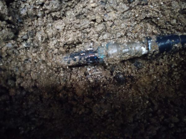 三豊市内で井水配管の漏水調査修理