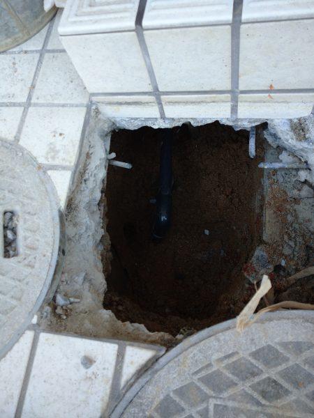 丸亀市内の住宅兼店舗で漏水箇所をタイル下でピンポイント特定!!